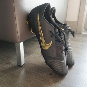Nike Phantom Venom Pro FG Soccer Cleats black gold